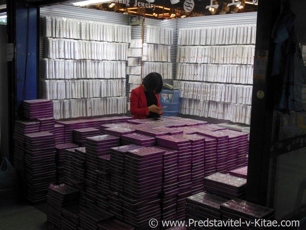 Район №1 Оптового рынка в Иу Китай, выставочный зал продавца бижутерии